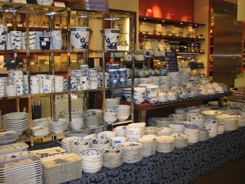 和食器売り場のディスプレイイメージ1
